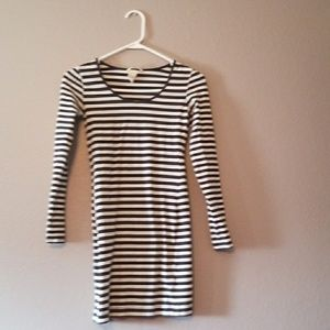 H&M Tops - Black and white tunic